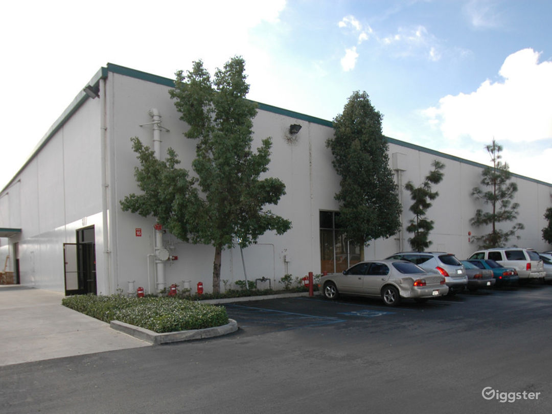 Custom Office/Warehouse Space for Lease  Photo 1