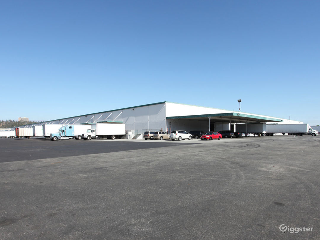Custom Office/Warehouse Space for Lease  Photo 2