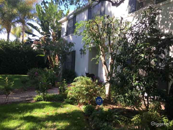 Traditional Beverly Hills 90210 home. Photo 2
