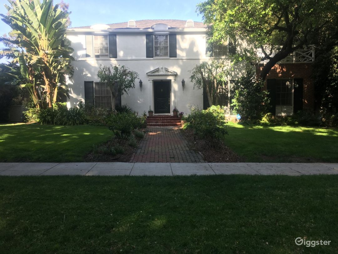 Traditional Beverly Hills 90210 home. Photo 1