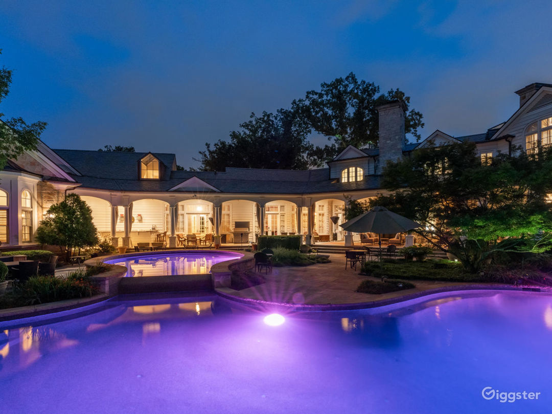 Mind-Boggling Estate with a 'Purple Room' Photo 4
