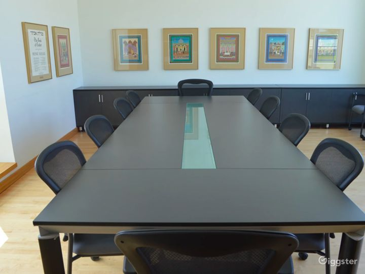 Stylish Boardroom in Vancouver Photo 4