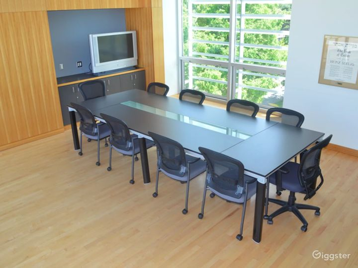 Stylish Boardroom in Vancouver Photo 2