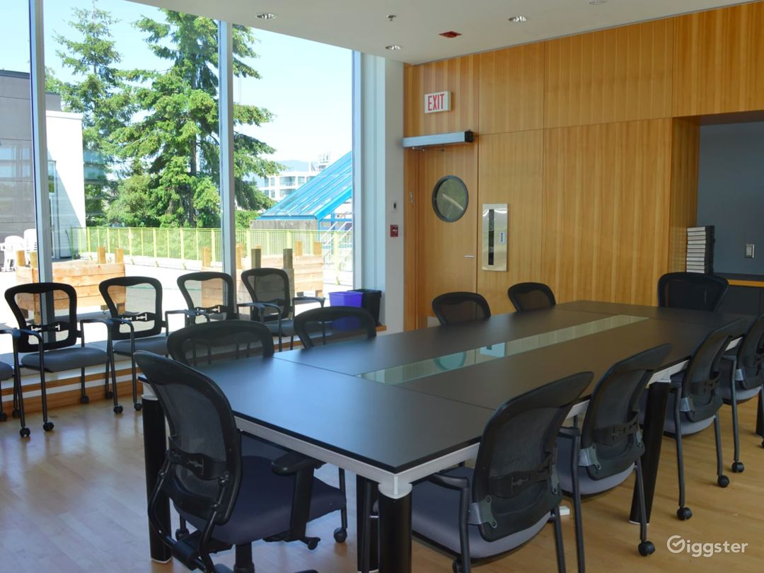 Stylish Boardroom in Vancouver Photo 1