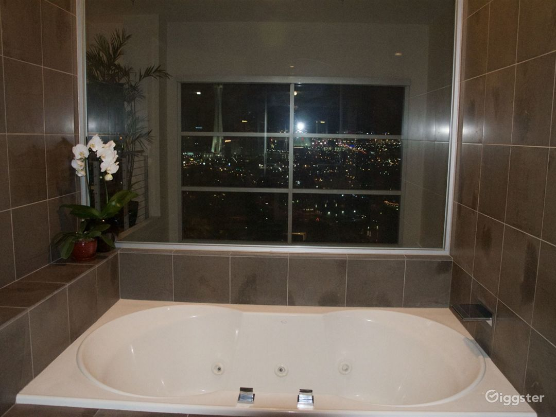 Penthouse Loft with Las Vegas Strip View  Photo 4
