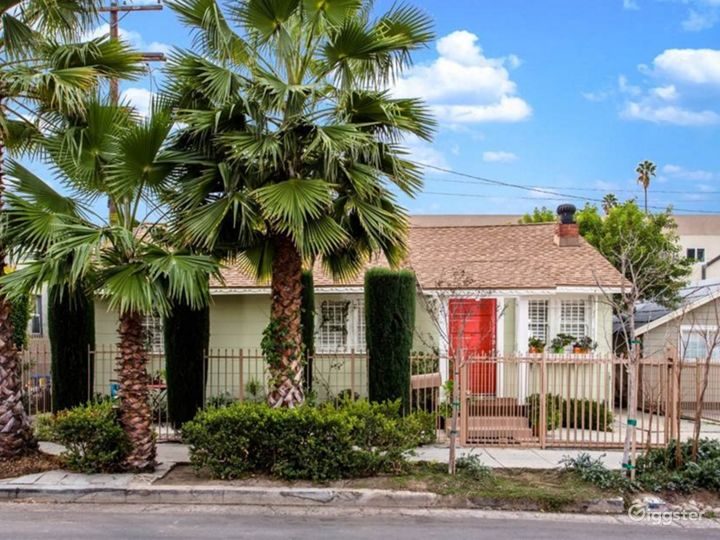 Bright & Charming House in Hollywood Photo 2