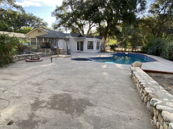 Empty Ranch Home on 3 Acres Photo 3