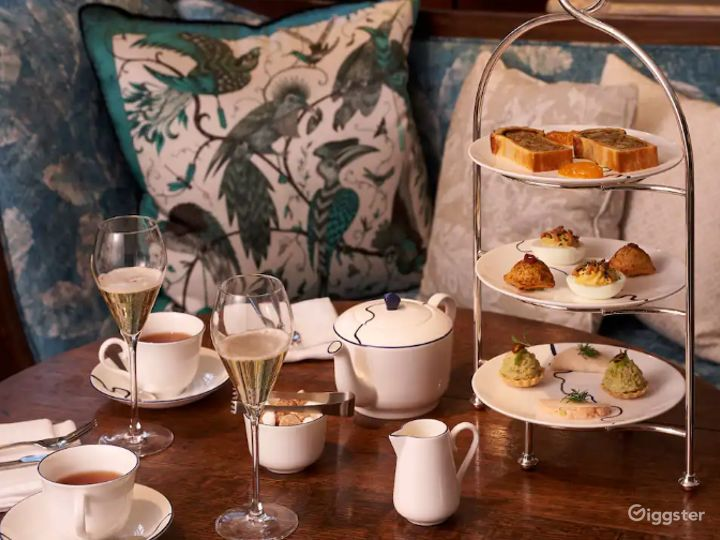 Cozy Afternoon Tea Room in London Photo 3