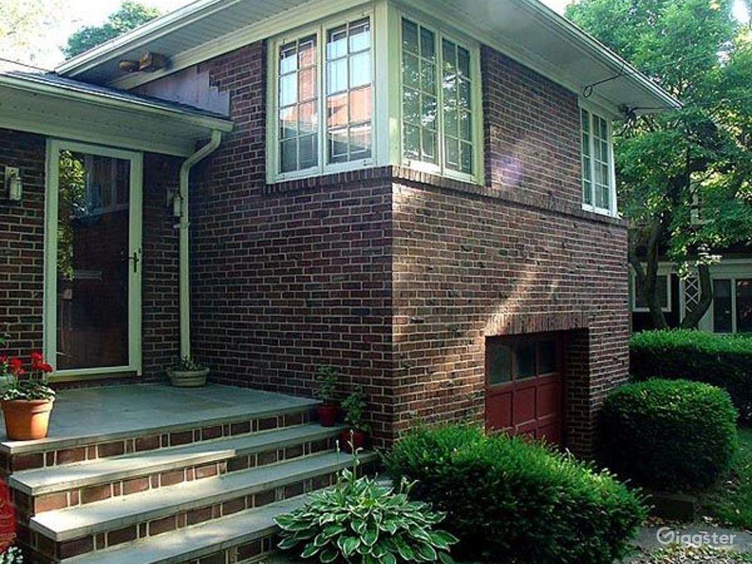 Mid century style suburban home: Location 4187 Photo 1