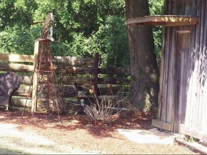 Rustic Log Barn Photo 4