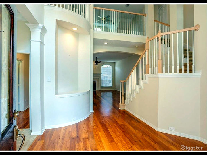 RENT THIS LUXURY HOUSE FOR YOUR MOVIE SHOOT Photo 3