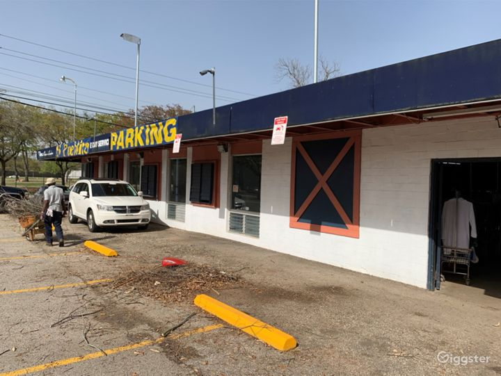 Washer-Laundry Business with plenty of parking spaces in Houston Texas Photo 4