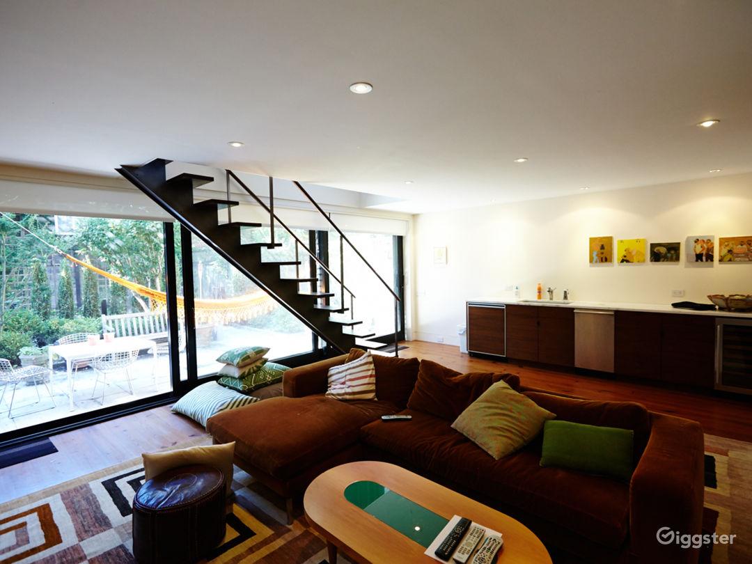 Contemporary brownstone: Location 5049 Photo 1