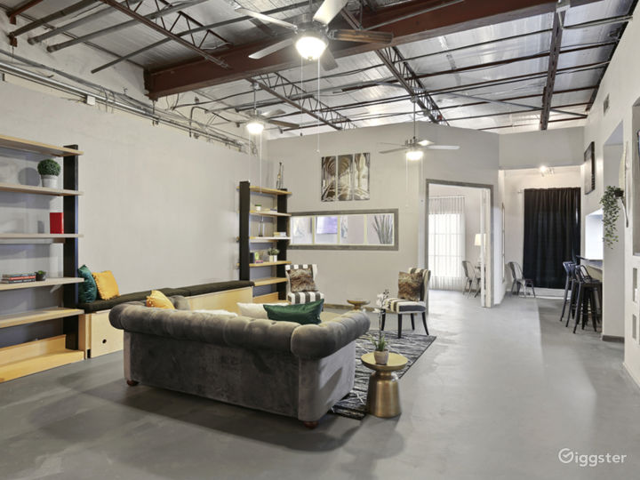 Artistic Industrial Loft  Photo 2