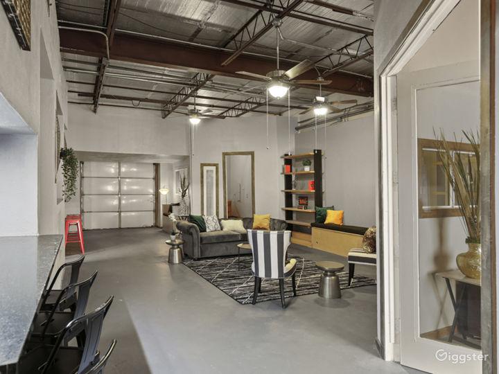 Artistic Industrial Loft  Photo 3