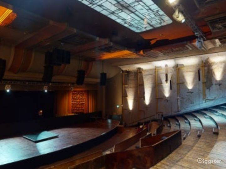 Theatre with Glorious Features in Shoreditch Photo 3