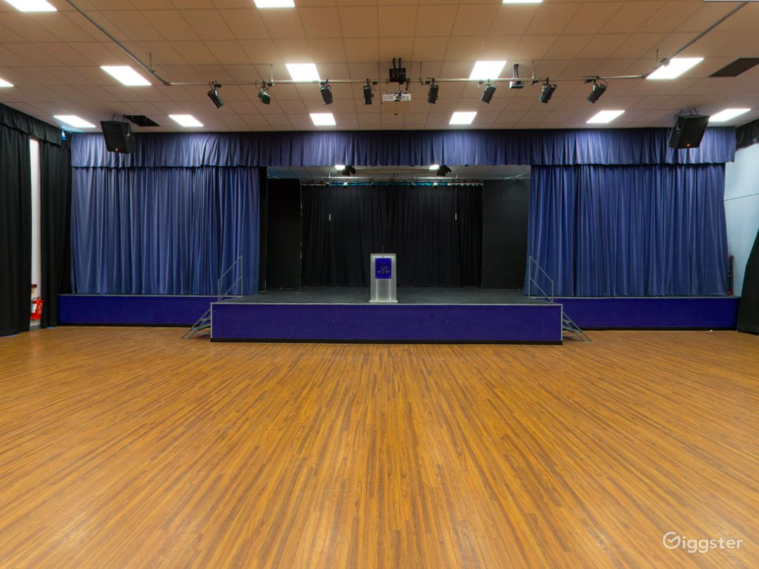 Spacious and Bright Assembly Hall in London Photo 1