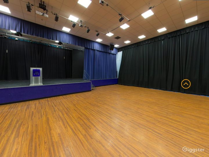 Spacious and Bright Assembly Hall in London Photo 5