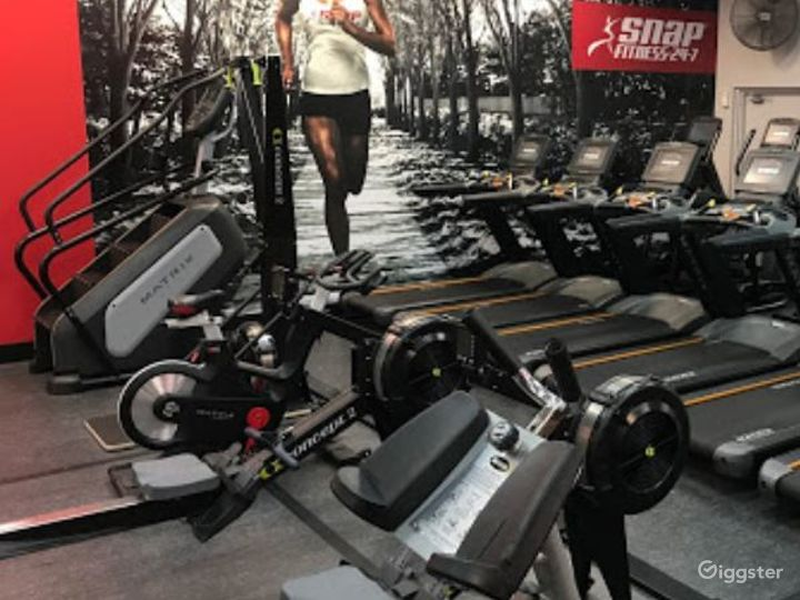 Fully Equipped Indoor Gym for Health Enthusiasts Photo 5