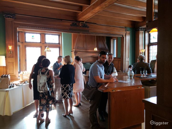 Spacious Pub in Pittsburgh Photo 4