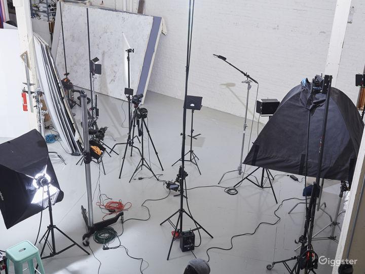 3400 sq ft STUDIO w/ VAULTED CEILINGS & PROP ROOM Photo 4