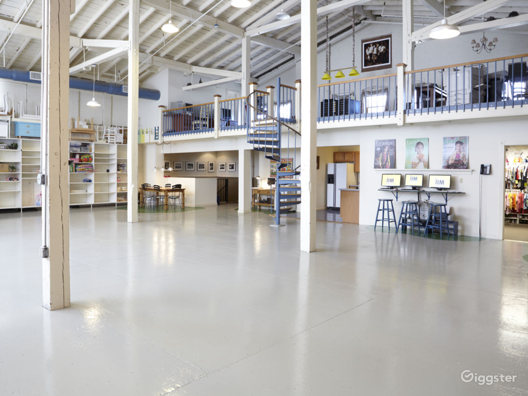 3400 sq ft STUDIO w/ VAULTED CEILINGS & PROP ROOM Photo 1