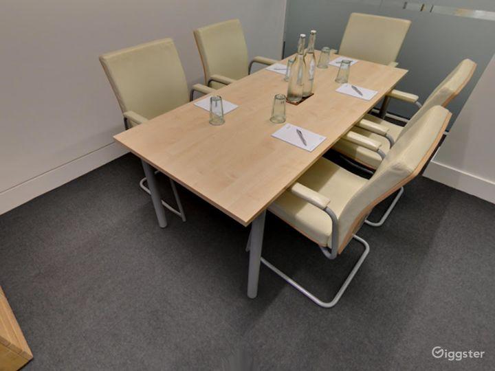 Intimate Tidal Meeting Room in London Photo 2