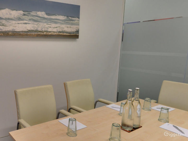 Intimate Tidal Meeting Room in London Photo 5