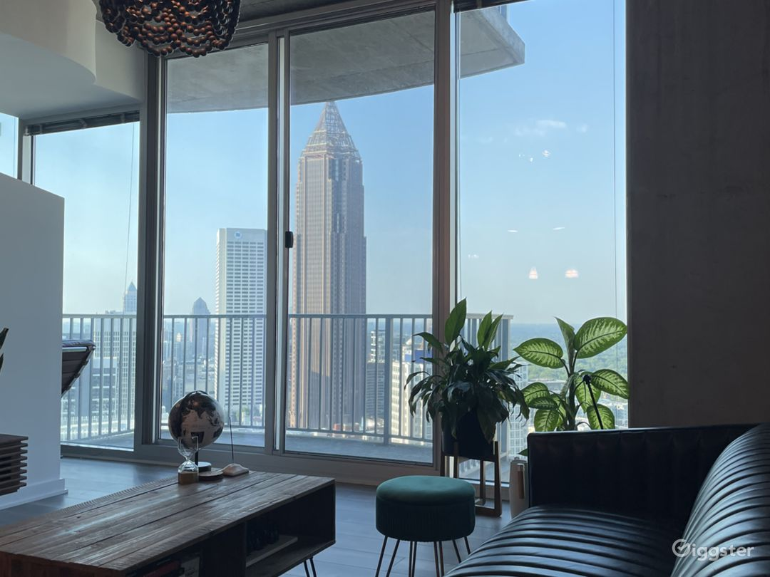 Modern Downtown Condo with Stunning Skyline View Photo 1