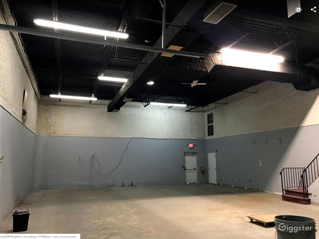 NEAR PHILLY - huge flex. warehouse+makeup+offices Photo 5