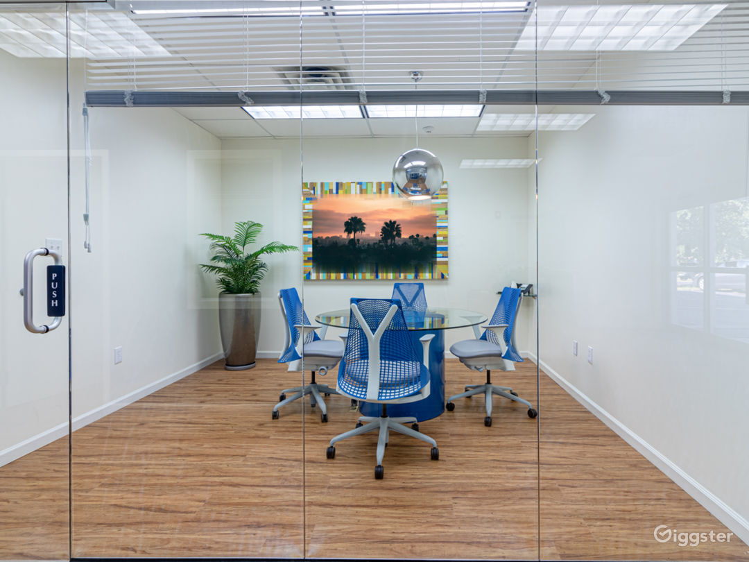 NEAR PHILLY - huge flex. warehouse+makeup+offices Photo 2