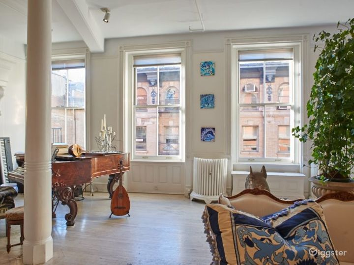 Upscale traditional loft: Location 2444 Photo 2