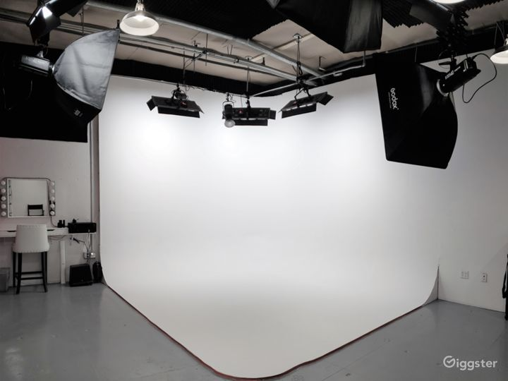 Newly built, fully equipped photo/ video studio