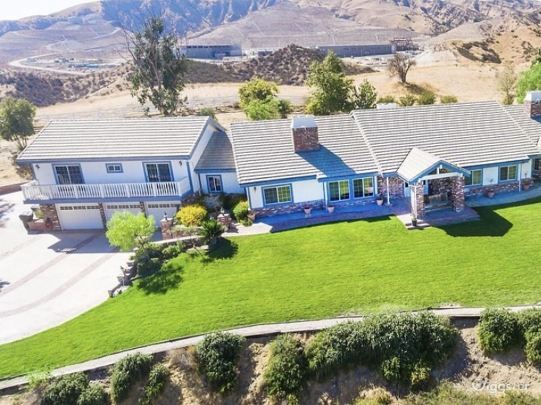 Large Ranch home with amazing views  Photo 1