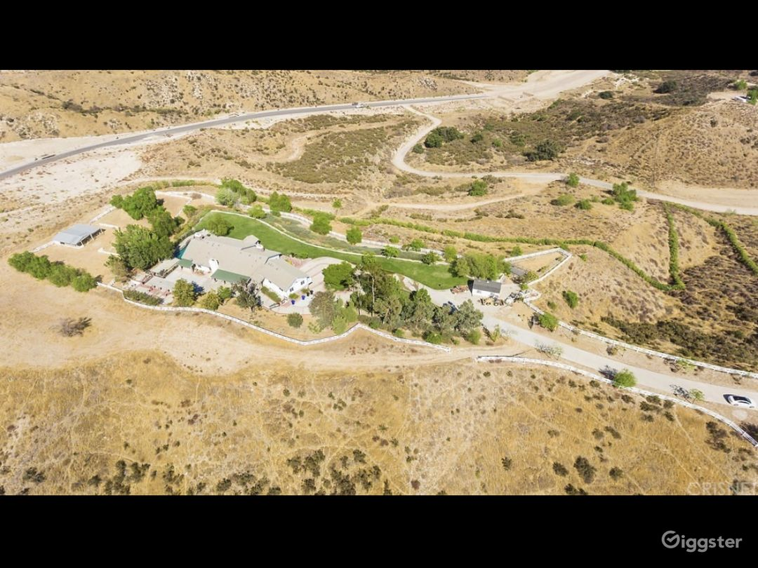 Large Ranch home with amazing views  Photo 5