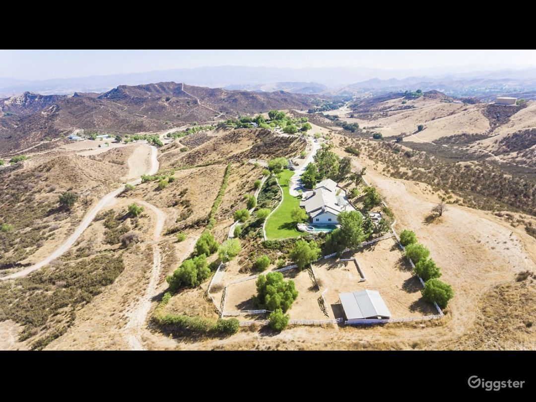 Large Ranch home with amazing views  Photo 4