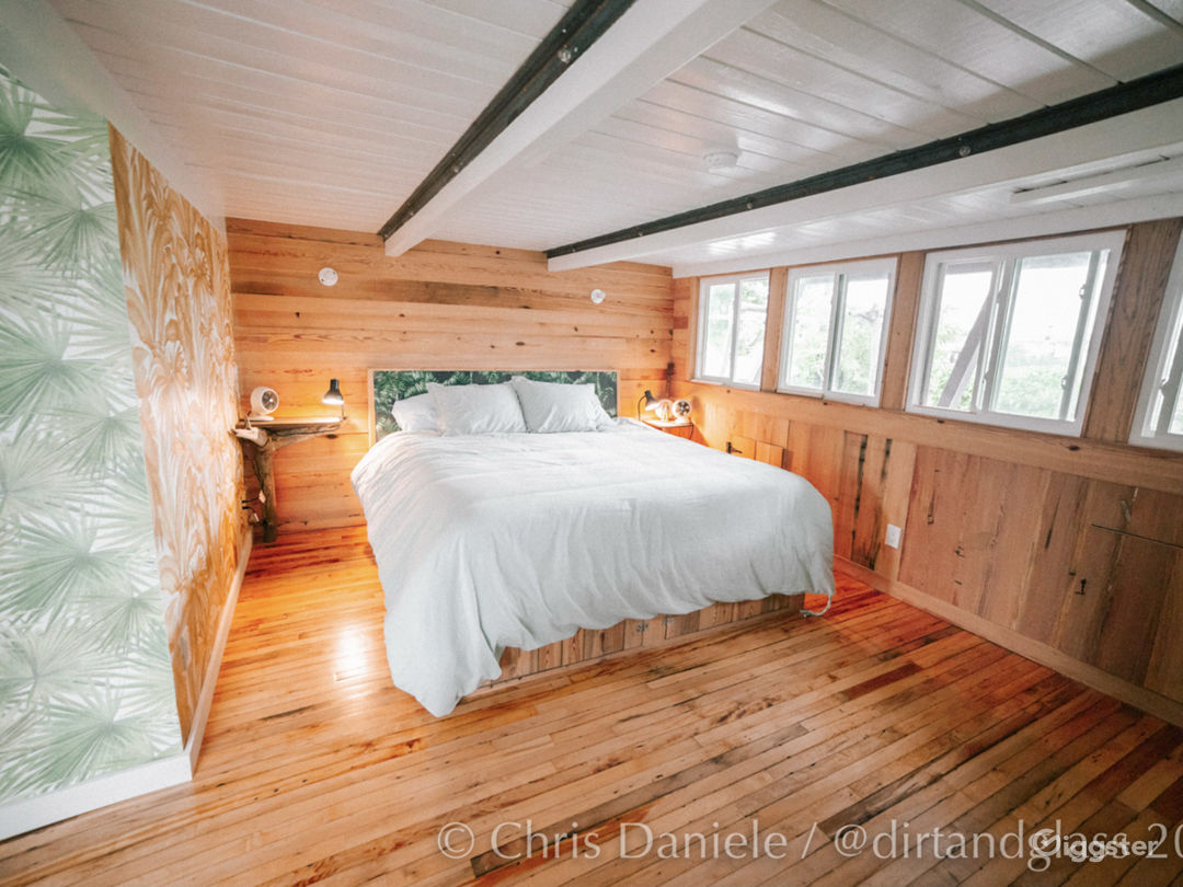 Renovated Houseboat Photo 2