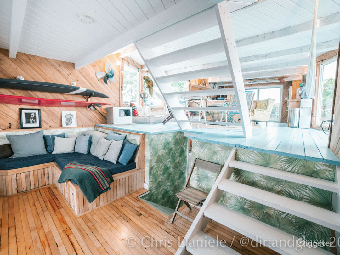 Renovated Houseboat Photo 4