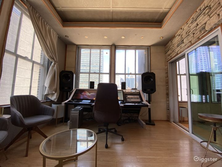 Manhattan Recording Studio with a Skyline View Photo 3