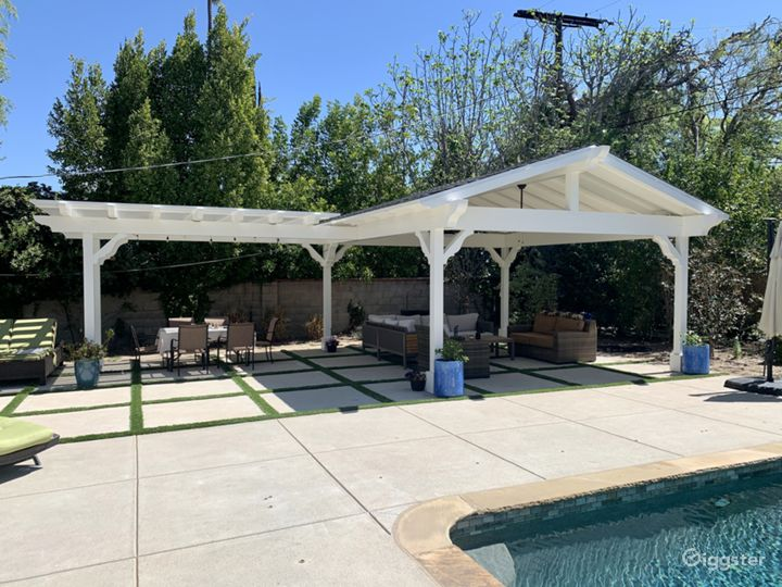 Encino Ranch Style Home on 1/2 acre Photo 2