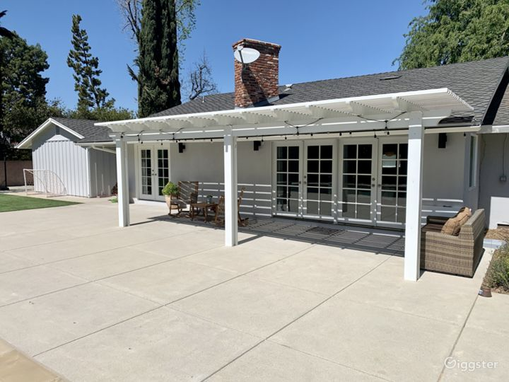 Encino Ranch Style Home on 1/2 acre Photo 3