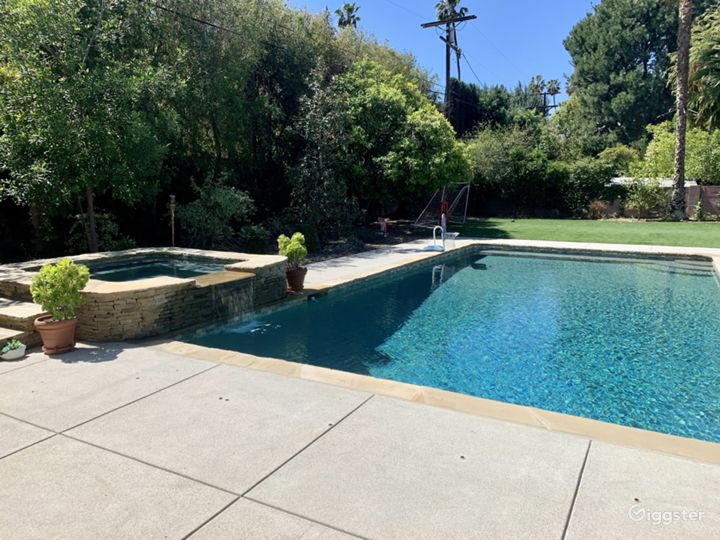 Encino Ranch Style Home on 1/2 acre Photo 4