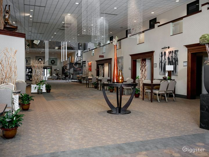 Outdoor Skylight Lobby in Ohio Photo 4