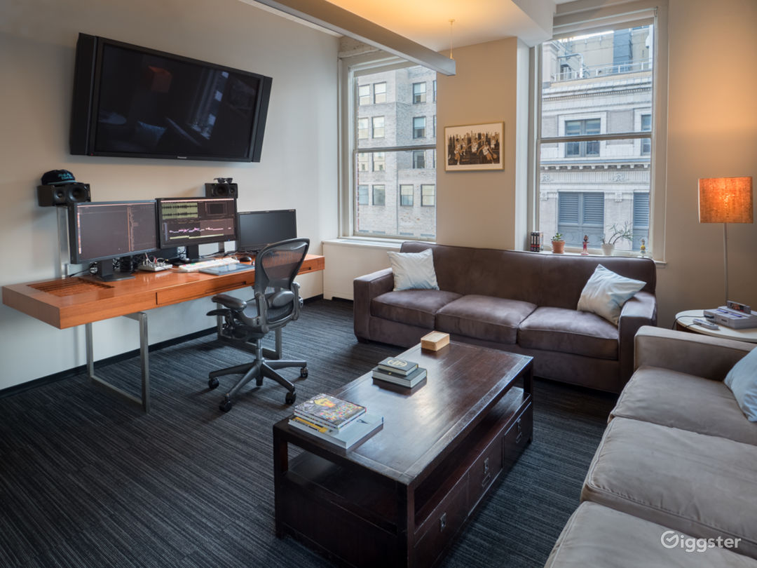 Penthouse Suite Located in the Heart of Midtown Photo 2