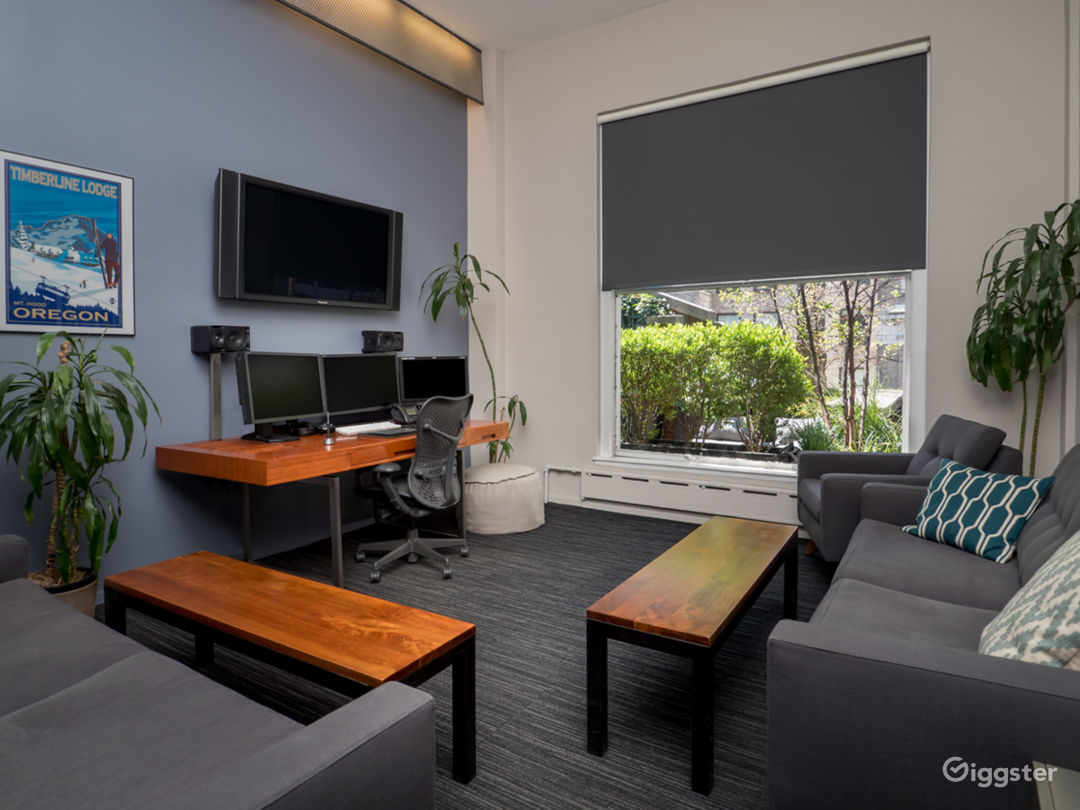 Penthouse Suite Located in the Heart of Midtown Photo 4