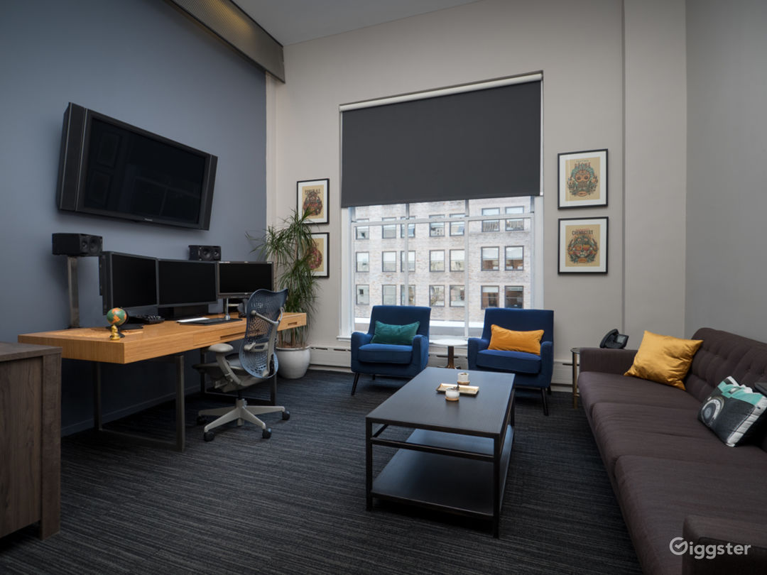 Penthouse Suite Located in the Heart of Midtown Photo 1