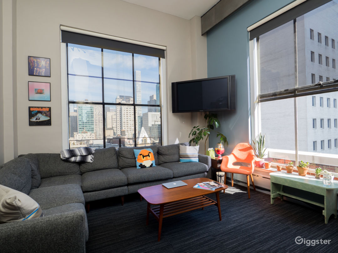 Penthouse Suite Located in the Heart of Midtown Photo 3