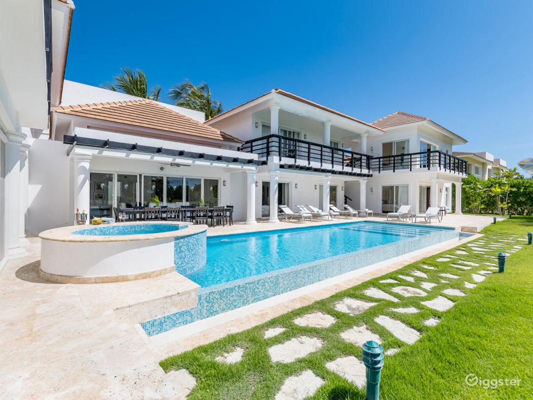Lake View Villa Photo 1
