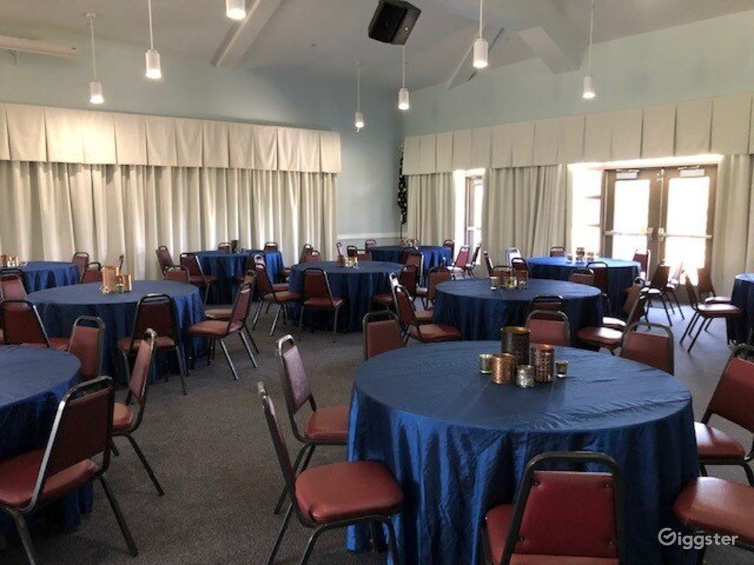 Event Room with a Comfortable Atmosphere Photo 1