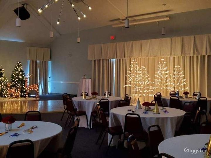 Event Room with a Comfortable Atmosphere Photo 2